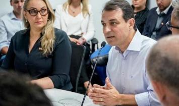 Deputados aprovam pedido para afastar Carlos Moisés e Daniela