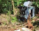 Veículo cai em ribanceira, capota e condutor fica ferido, na BR 280, entre Marmeleiro e Flor da Serra do Sul