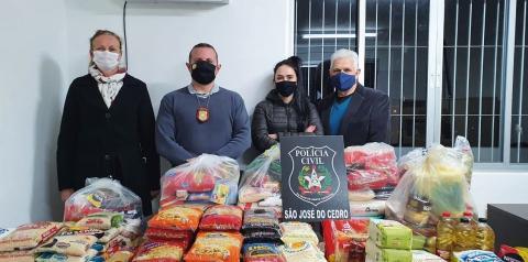Polícia arrecada cerca de 200kg de alimentos