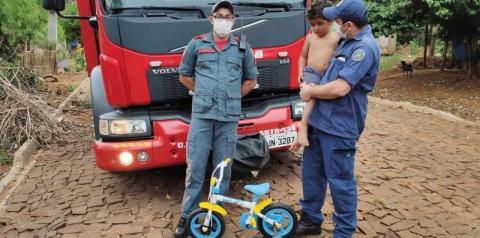 Menino ganha bicicleta após tê-la perdido em incêndio