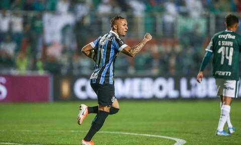 Imortal Tricolor! Com Everton decisivo, Grêmio vira sobre Palmeiras e vai à semifinal da Libertadores