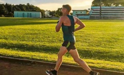Durante a pandemia maratonista treina no estádio municipal de Palma Sola