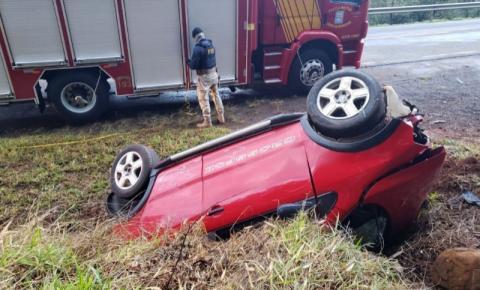 Jovem morre após capotar carro na PR-180