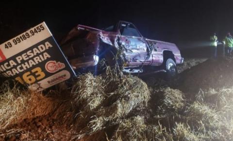 Após colisão, motorista de caminhonete foge