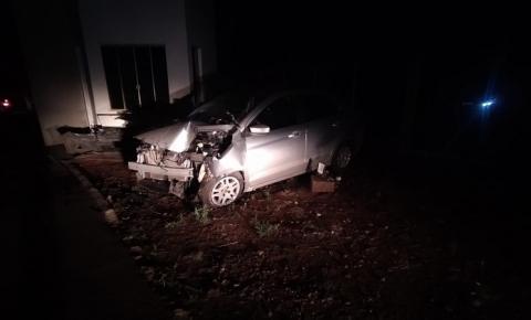 Carro bate no portal de entrada do município de Palma Sola