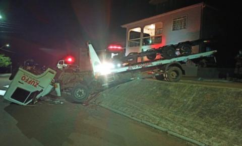 Homem fica gravemente ferido em acidente com caminhão guincho em Guarujá